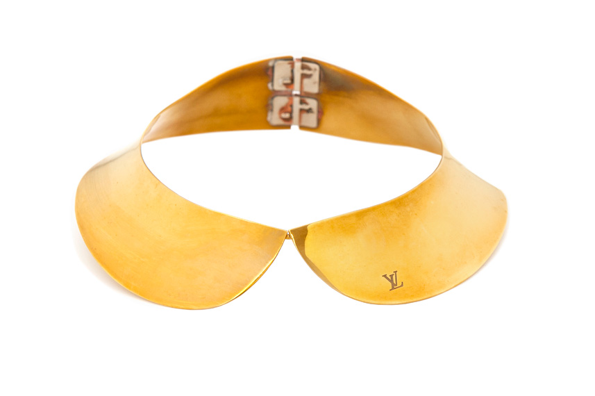 Gold plated collar, front view